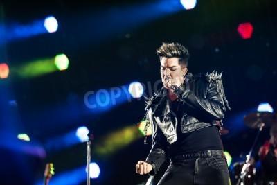 Fototapeta 03 lipca 2012 - Moskwa, Rosja - brytyjski zespół rockowy Królowa koncertu na stadionie podczas Olimpiyskiy World Tour