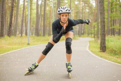 Fototapeta Aktywna kobieta roller skating