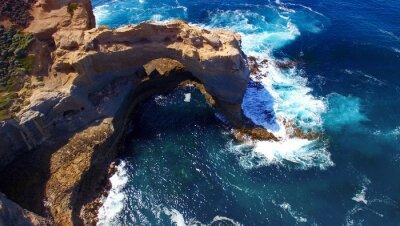 Fototapeta Arch. Formacja skalna wzdłuż Great Ocean Road, Australia. Aeri