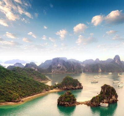 Fototapeta Archipelag wielu wysp w zatoce Halong w Wietnamie