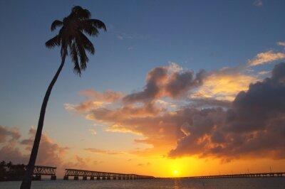 Fototapeta Bahia Honda State Park o zachodzie słońca.