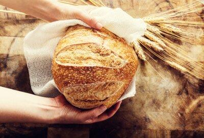 Fototapeta Baker gospodarstwa bochenek chleba na tamtejsze Bacgkround