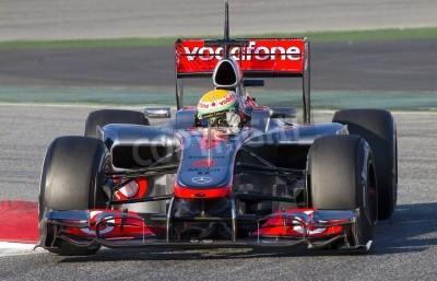 Fototapeta BARCELONA - 21 lutego: Lewis Hamilton z zespołu McLaren F1 w wyścigach Formuły Drużyny dni testów na torze Catalunya w dniu 21 lutego 2012 roku w Barcelonie, Hiszpania