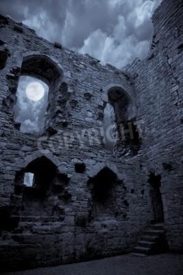 Fototapeta Bardzo spooky Zamek Halloween w świetle księżyca, księżyc świeci przez okno.