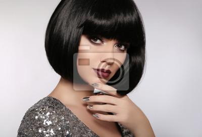 Fototapeta Beauty Makeup Silver Wypielęgnowane Polskie Paznokcie Fryzura