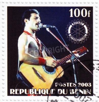 Fototapeta BENIN - CIRCA 2003   Stamp printed in Benin shows Freddie Mercury leader the Queen - 1980s famous musical pop group, circa 2003