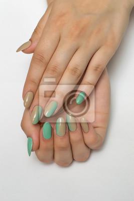 Beżowy Minty Zielony Ombre Manicure Na Długie Owalne Paznokcie