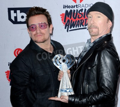 Fototapeta Bono i The Edge of U2 na 2016 iHeartRadio Music Awards, które odbyły się w Forum w Inglewood, USA w dniu 3 kwietnia 2016 roku.