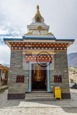 Fototapeta Buddyjski modląc koła w budynku.
