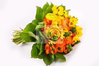 Fototapeta Bukiet żółty ranunkulyus z zielonych liści na jasnym tle