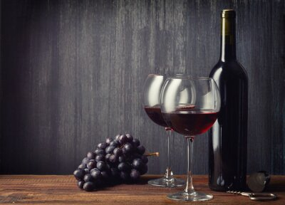 Fototapeta Butelek i dwa kieliszki czerwonego wina