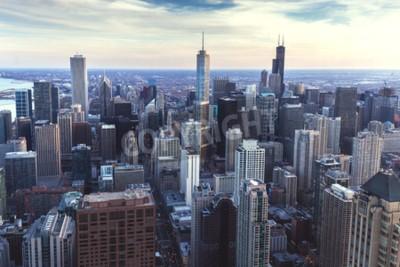 Fototapeta Chicago śródmieścia śródmieścia z wieżowcami, lotnicze lub ptaka oczy, pochmurny dzień. Illinois, USA.