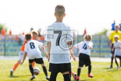 cfeddded2 Fototapeta Chłopcy grają w piłkę piłka nożna mecz. Turniej piłkarski mecz piłki  nożnej gra