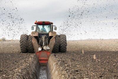 Fototapeta Ciągnik z podwójnym DITCHER kołowy kopania kanału odwadniającego