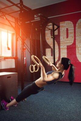 Kobieta ćwicząca crossfit