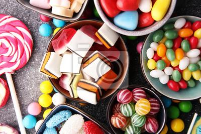 Fototapeta cukierki z galaretką i cukrem. kolorowy zestaw różnych słodyczy i słodyczy dla dzieci
