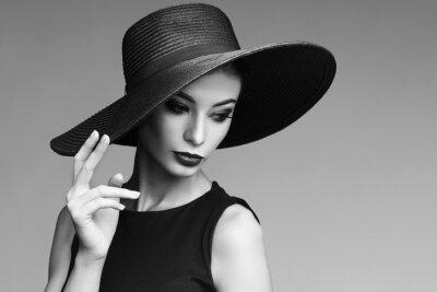 Fototapeta Czarno-biały portret eleganckiej kobiety