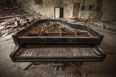 Fototapeta Czarnobyl - Close-up na starym fortepianie w audytorium