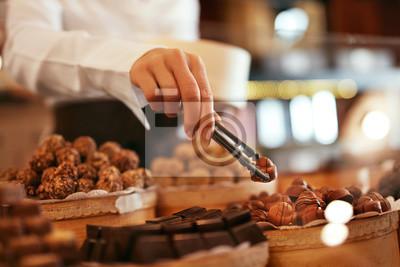 Fototapeta Czekoladowi cukierki W ciasteczko sklepu zbliżeniu