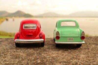 Fototapeta Czerwony i zielony samochodzik parku para na drodze
