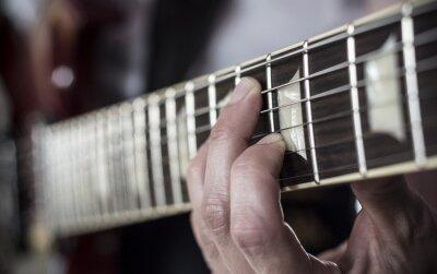 Fototapeta Dedos sobre Diapason de guitarra