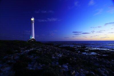 Fototapeta Do latarni morskiej / Wieczorny widok z latarni Slangkop ze skał i chmury