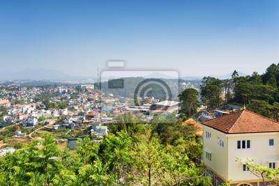 Fototapeta Dom z dachówkami i pięknym widokiem Da Lat miasta (Dalat)