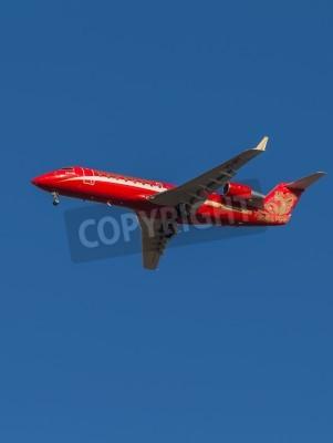 Fototapeta Domodiedowo - 17 marca 2015: Samolot pasażerski Bombardier Red (Canadair) CRJ-200 linii lotniczych Ruslayn Airlines wyładunku w lotnisko Domodiedowo 17 marca 2015, Domodiedowo, Moskwa Region, Rosja