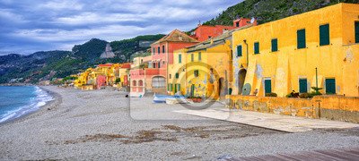 Fototapeta domy Kolorowe rybackie na włoskiej Riwierze w Varigotti, Lig