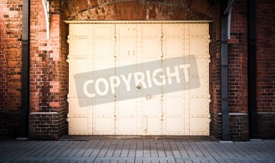 Fototapeta Drzwi stalowe w tle mur z czerwonej cegły