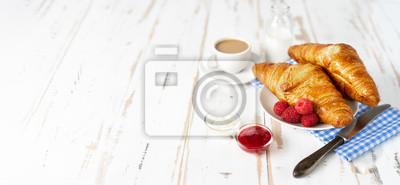 Fototapeta Dwa croissants i kawa na śniadanie na białym stole