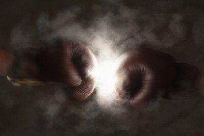 Fototapeta Dwie stare rękawice bokserskie hit razem brązowy