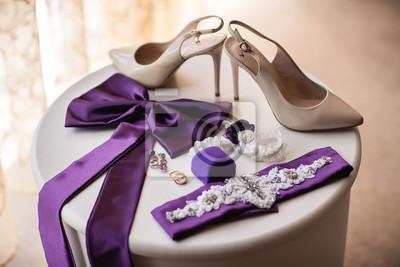 697ee452 Obuwie ślubne na wysokich obcasach, fioletowe dodatki na suknię ślubną,
