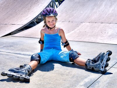 Fototapeta Dziewczyna jazdy na rolkach.