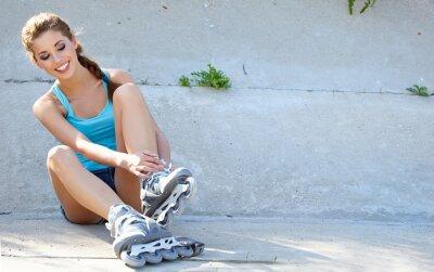 Fototapeta Dziewczyna Roller odpoczynku na schodach