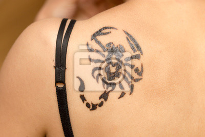 Fototapeta Dziewczyna Tatuaż Skorpiona