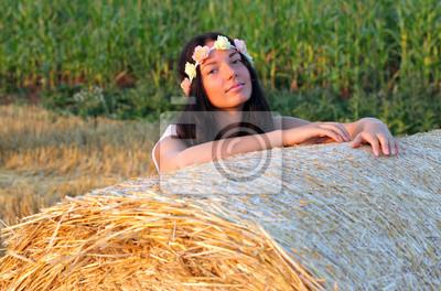 Dziewczyna w polu kukurydzy