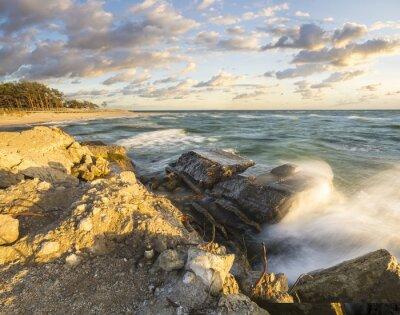 Fototapeta Fale rozbijające SIĘ O Umocniony brzeg na Helu