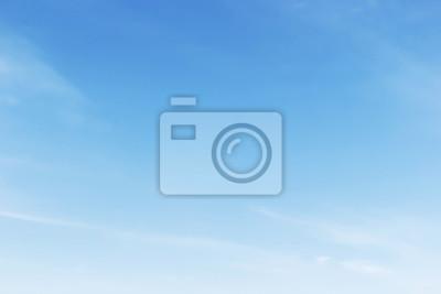 Fototapeta Fantastyczne miękkie białe chmury na tle niebieskiego nieba, miękkie fo