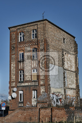 Fasada Budynku Zniszczonych Z Czerwonej Cegly W Poznaniu Fototapeta
