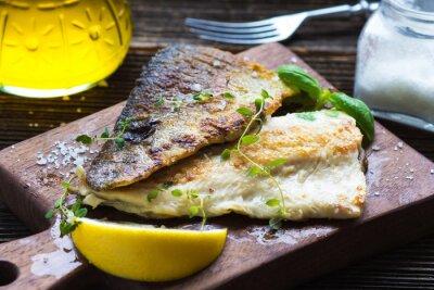 Fototapeta Filet z ryby z oliwą z oliwek i cytryną