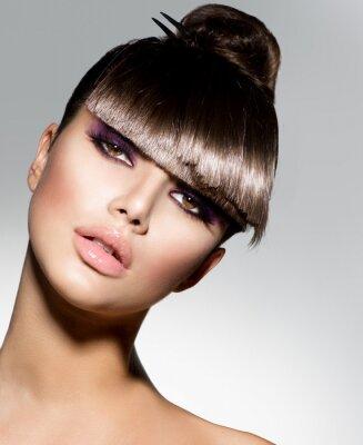 Fototapeta Fringe. Modelka Dziewczyna z modnych fryzur