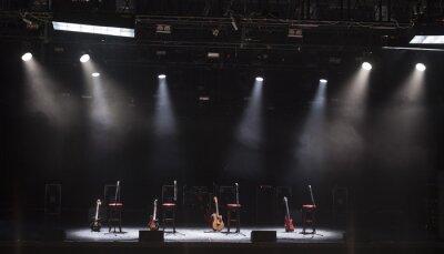 Fototapeta Gitara i inny sprzęt muzyczny na scenie przed koncertem