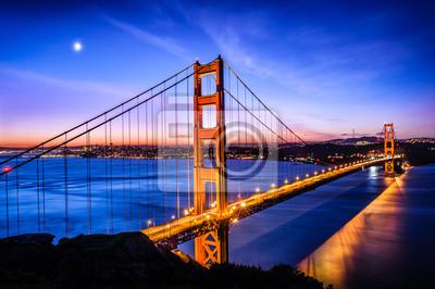 Fototapeta Golden Gate Bridge w San Francisco na wschodzie słońca, USA