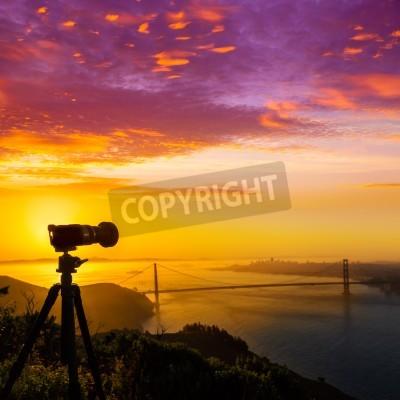 Fototapeta Golden Gate Bridge w San Francisco sunrise California USA z aparatu fotograficznego sylwetkę