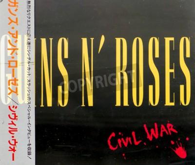 Fototapeta Gomel, BIAŁORUŚ - 18 sierpnia 2015: CD Guns N 'Roses Civil War (1993), Guns N' Roses to amerykański zespół hard rock z Los Angeles, założony w 1985 roku.