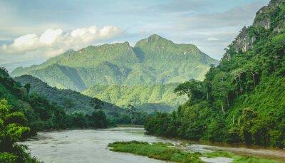 Fototapeta Góry Rainforest krajobraz rzeki w północnej Laos