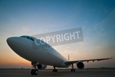 Fototapeta Gospodarczy parkingowe na lotnisku samolot