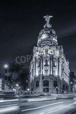 Fototapeta Gran przez ulicę, główną ulicę handlową w Madrycie w nocy. Hiszpania, Europa.