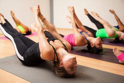Fototapeta Grupa kobiet podczas zajęć jogi